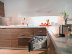 Современные кухни в Ялте с новейшей фурнитурой Blum