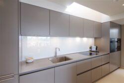 Кухня без ручек: фото фасада, современный дизайн