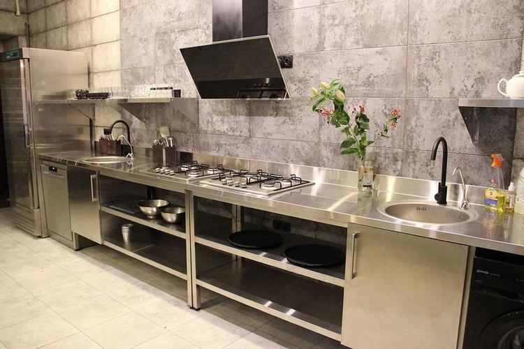Наши советы по выбору столешницы для кухни